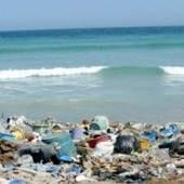 Porque es malo tirar basura al mar
