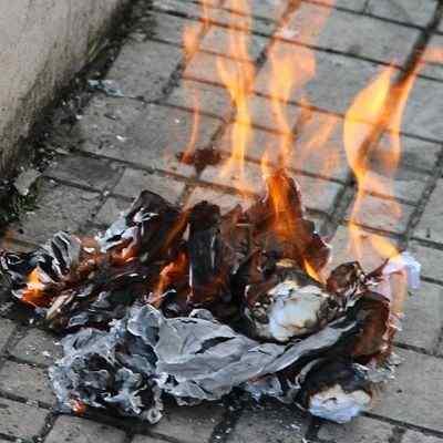 La quema de papel