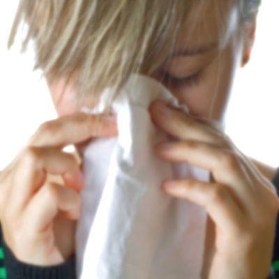 Cuando estornudo me tapo la nariz