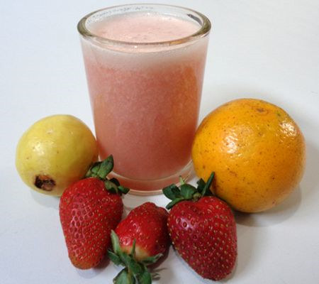 ¿Cómo hacer jugo de fresa con guayaba y naranja?