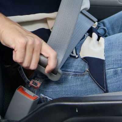 Ponerse el cinturón de seguridad
