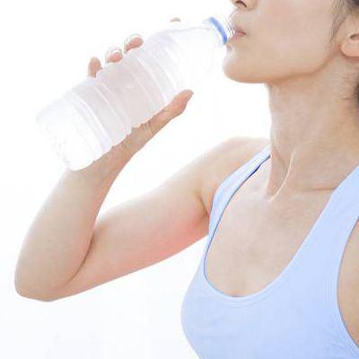 ¿Es recomendable tomar agua al hacer ejercicio?