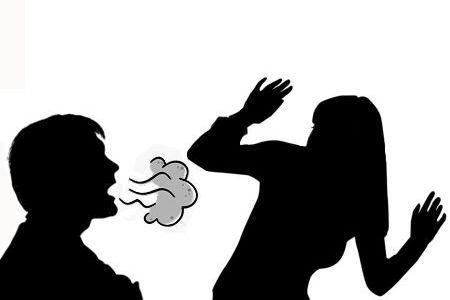 ¿El mal aliento se contagia por besos?
