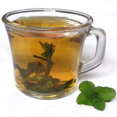 El té de hierbabuena es bueno para el dolor de estómago