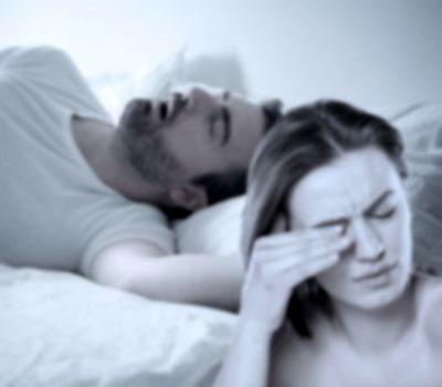 ¿Cómo dormir con gente que ronca?