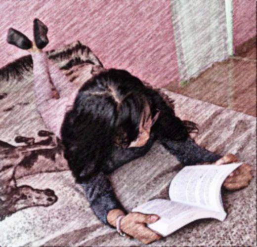 ¿Leer acostado es malo?