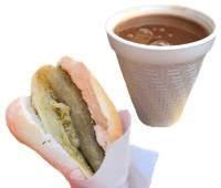 ¿Conviene desayunar torta de tamal con atole?