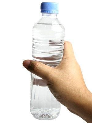 Propiedades del agua de botella ¿es bueno tomar agua en botella?