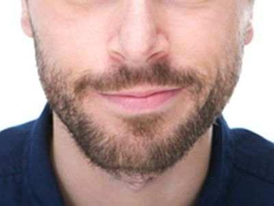 Porque a unos hombres les sale barba y a otros no