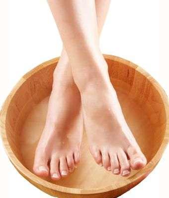 Aceite de oliva, menta y aloe vera para aliviar los pies cansados
