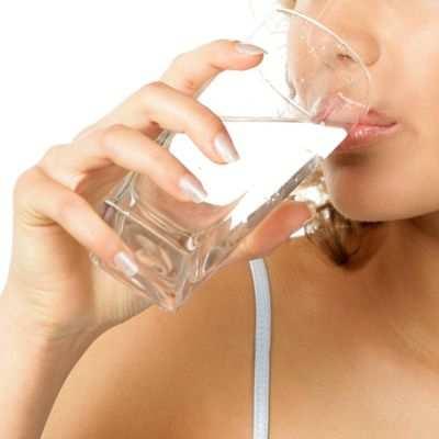 Beneficios para el funcionamiento del ser humano del consumo de agua purificada