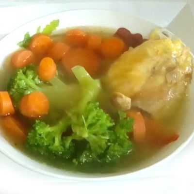 El caldo de pollo es bueno para curar el resfriado y gripe común